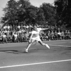 Frank Sedgman, 22-facher Grand Slam-Gewinner, im Parkclub, 1953
