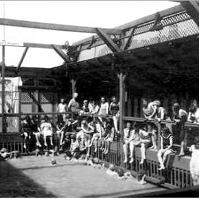 Badeschiff bei der Sophienbrücke/Rotundenbrücke, Damenabteilung, 1927