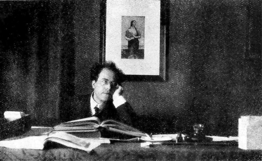 Gustav Mahler am Schreibtisch