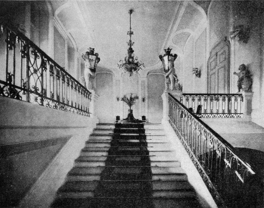 Schloss Vöslau, Moritz von Gutmann, Aufgang zur Bildergalerie,1927